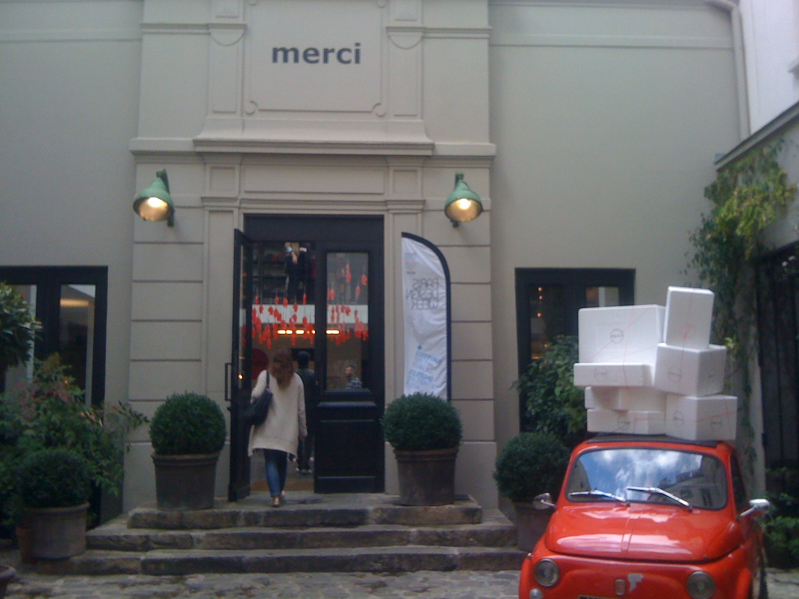 merci concept store em paris. Black Bedroom Furniture Sets. Home Design Ideas
